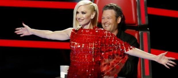 Blake Shelton And Gwen Stefani Get Flirty On The Set Of 'The Voice ... - inquisitr.com