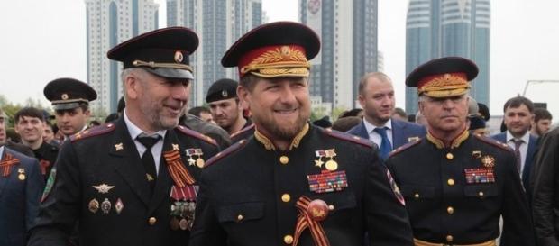 Governo da Chechênia intimam família a tirar a vida de filhos LGBTs