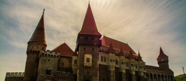 Restaurare şi Valorificare Durabilă a Patrimoniului Cultural ... - primariahd.ro