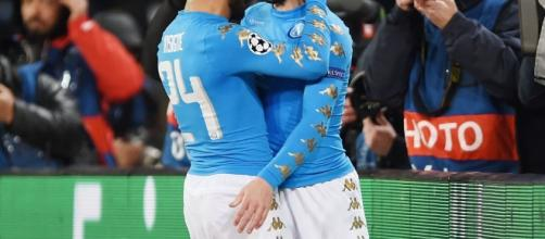 Napoli, ancora dubbi sul futuro di Dries Mertens (qui con Lorenzo Insigne) in azzurro