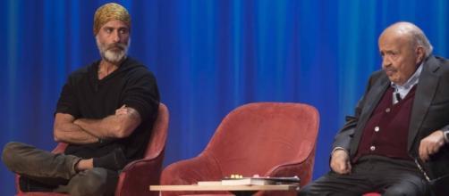 Raz Degan durante la sua ospitata al Maurizio Costanzo Show - oggi.it