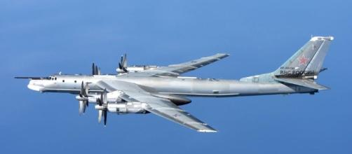 The Aviationist » Nice air-to-air image of Russian Tu-95 Bear ... - theaviationist.com