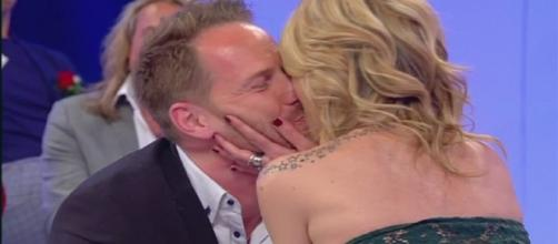 Uomini e Donne: Giovanna bacia Francesco