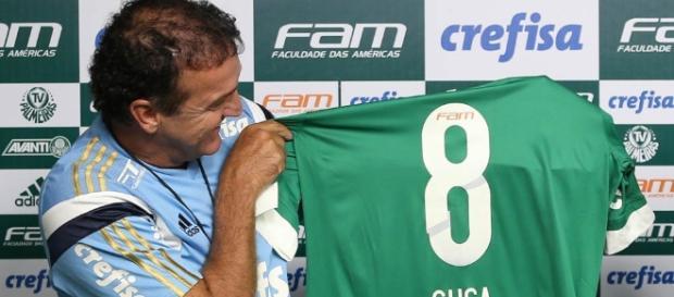 Cuca retorna ao Palmeiras após cinco meses fora.
