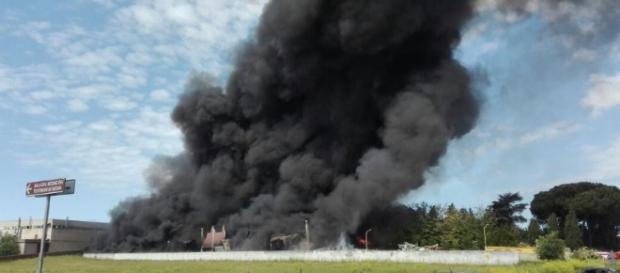 Roma, incendio in deposito plastica su via Pontina - 1 di 1 - Roma ... - repubblica.it