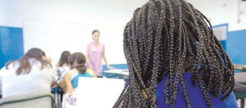 A escola ainda não sabe lidar com o racismo dos alunos e, com frequência, demonstra omissão