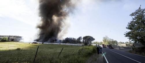 Incendio Pomezia, nube sicuramente tossica (foto: romatoday.it)
