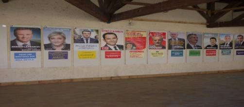Le 17 avril 2017, affiches de l'élection présidentielle à Aubiet