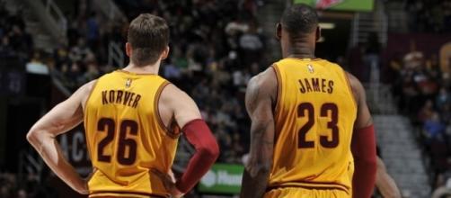 LeBron James takes free-throw notes from Kyle Korver - Cavs Nation - cavsnation.com