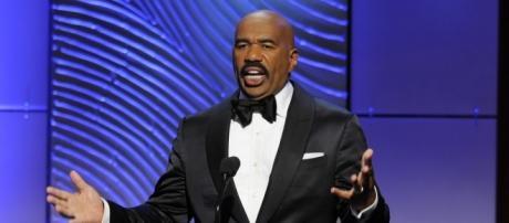 Steve Harvey thanks God for his Emmy Awards - Photo: Blasting News Library - wktn.com