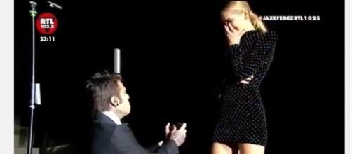 Fedez chiede la mano di Chiara Ferragni durante il concerto all'Arena di Verona (Credits: Youtube)
