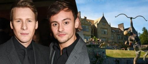 Tom Daley si è sposato con Dustin Lance Black in un castello in Gran Bretagna.