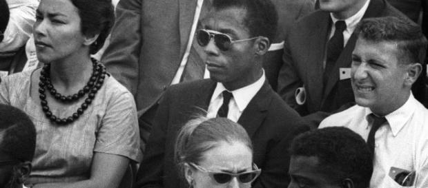 El documental combina imágenes de archivo de Baldwin, así como protestas y hechos de violencia policial.