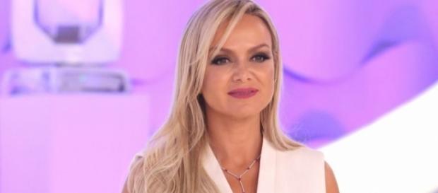 Eliana anunciou noivado e gravidez em seu programa