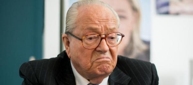 Jean-Marie Le Pen, fondatore del Front National, estremamente critico nei confronti della figlia, Marine