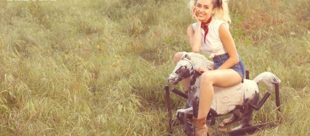 Miley Cyrus durante lo shooting per Billboard - billboard.com
