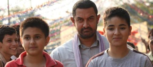 A still from 'Dangal' movie featuring Suhani Bhatnagar, Aamir Khan and Zaira Wasim