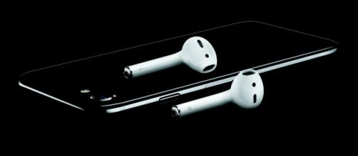 Apple to bundle iPhone 8 with a free pair of AirPods (via Apple Press Kit)
