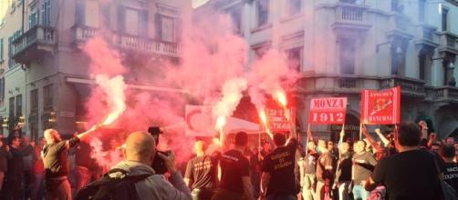 Calcio Monza, tifosi in piazza per la festa promozione