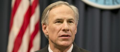 Greg Abbott applauds Red River landowners for suing federal / Photo by dallasnews.com via Blasting News library