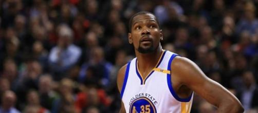 Kevin Durant and the Warriors go for the sweep of Utah on Monday night. [Image via Blasting News image library/sfgate.com]