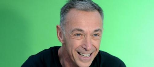Linus critica Rtl e X Factor durante l'ospitata a Dogliani