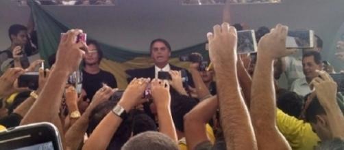 Seguidores de Bolsonaro se tornaram fanáticos (Foto: Reprodução/Andre da FM)