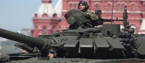 Vladimir Putin mostra o poder bélico na Rússia em preparação para desfile.
