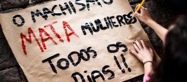 13 mulheres são assassinadas no Brasil diariamente.