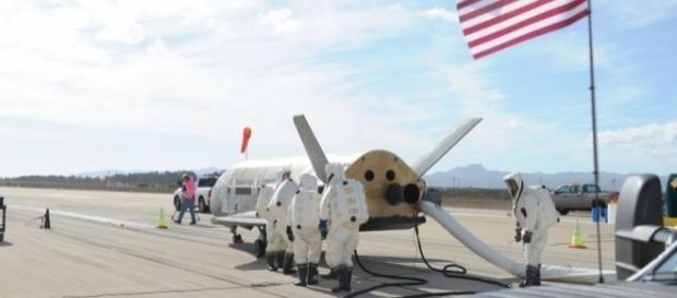 Video: X-37 space plane lands after 674-day mission - UPI.com - upi.com