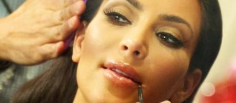 Source Wikimedia Kim Kardashian shows cellulite, plastic surgery fail