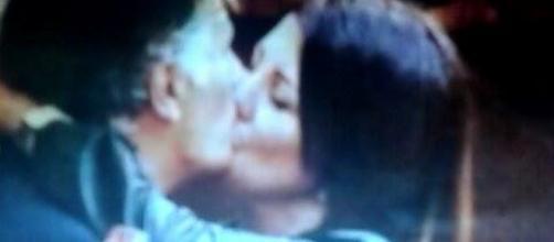 Giorgio Manetti bacia Roberta Mingione