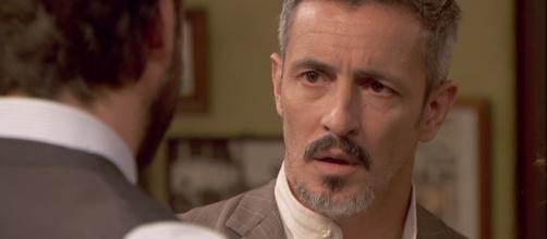 Il dottor Lucas comunica ad Alfonso che sua madre Rosario non vuole più vivere