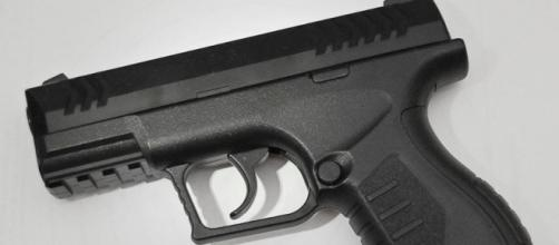 Teenage boy points BB gun at police officers, shot dead