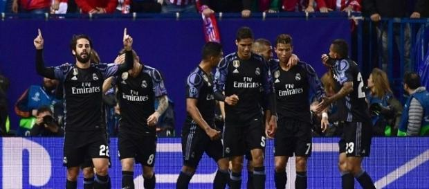 Real Madrid celebrate their goal - Daily Mail