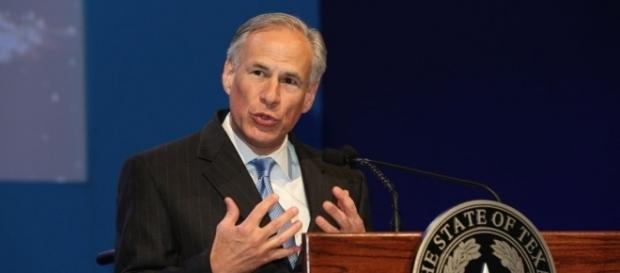 Texas Governor Greg Abbott Signs 'Sanctuary Cities' Ban | AL DÍA News - aldianews.com