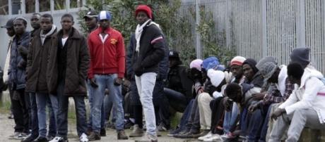 Un'immagine dei migranti 'ospiti' del Cara di Foggia