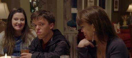 """Zach Roloff with wife Tori and mom Amy on """"Little People, Big World"""" (Photo via TLC/Twitter)"""