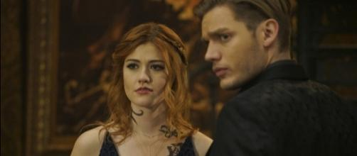 Clary (Katherine McNamara) and Jace (Dominic Sherwood) in 'Shadowhunters'/Photo via 'Shadowhunters'/Freeform