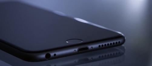 iPhone 8 avrà lo schermo curvo?