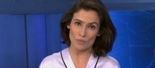 Renata Vasconcellos chama a atenção por fazer chamada do Jornal Nacional com roupão de seda (Foto: Google)