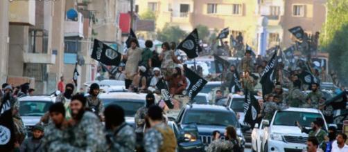 """Russia bombarda Raqqa, roccaforte dell'Isis. Siria: """"Ok a colloqui ... - huffingtonpost.it"""