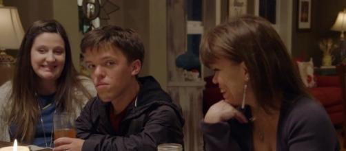 "Zach Roloff with wife Tori and mom Amy on ""Little People, Big World"" (Photo via TLC/Twitter)"