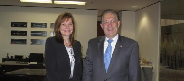 :Ambassador Wayne with Mary Barra / Photo screencap from US Government via wikipedai