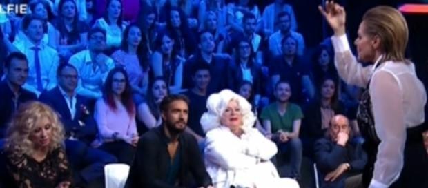 Selfie, Simona Ventura zittisce Tina