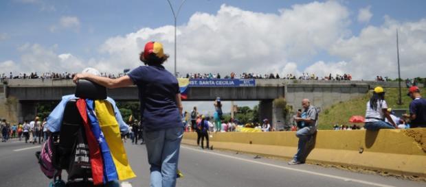 Venezuela, manifestanti in autostrada (Fotoreport di Dayana Duarte)