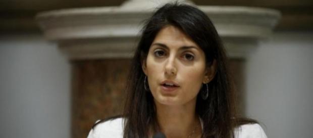Virginia Raggi conferma su Fb l'annuncio della chiusura dei campi rom a Roma