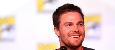 Stephen Amell speaking at the 2012 San Diego Comic-Con - https://commons.wikimedia.org/wiki/File:Stephen_Amell_(7594975870).jpg