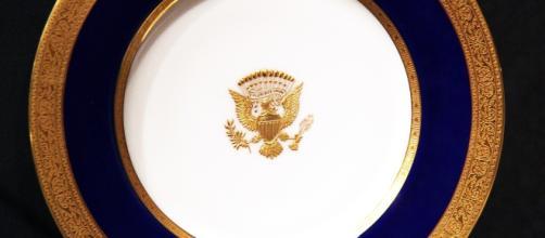 1915 White House dinner plate. / Image by Tim Evanson via Flickr:https://flic.kr/p/c2yQJ3   CC BY-SA 2.0