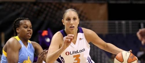 Diana Taurasi and the Mercury host the L.A. Sparks in WNBA action on Saturday. [Image via Blasting News image library/zimbio.com]